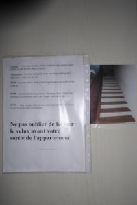 """""""Bien fermer la porte à clé à cause des escaliers juste derrière."""" S'il y a un panneau, c'est que l'expérience est là..."""